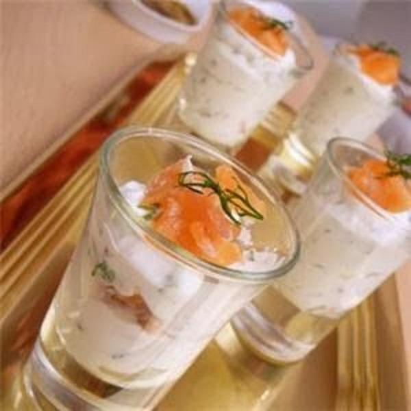 Antipasti Per Il Pranzo Di Natale.Pranzo Di Natale Antipasto Con Bicchierini Di Salmone Nel Forno